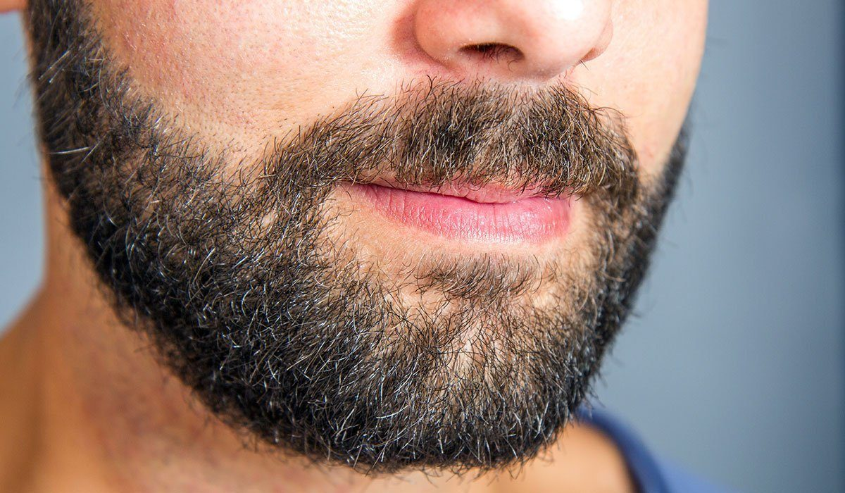 une barbe de quelques semaines